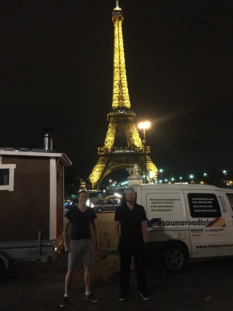 Sauna, pojat ja Eiffel